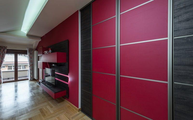 Posuvné dveře na stěnu ušetří až 2 metry čtvereční prostoru. Jak je vybrat?