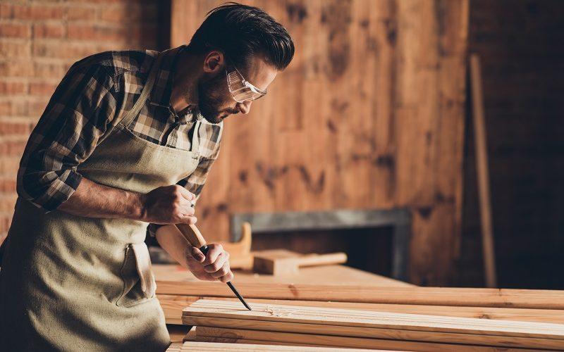 Jak se vyrábí vestavěná skříň krok po kroku: Žádný detail se nesmí podcenit