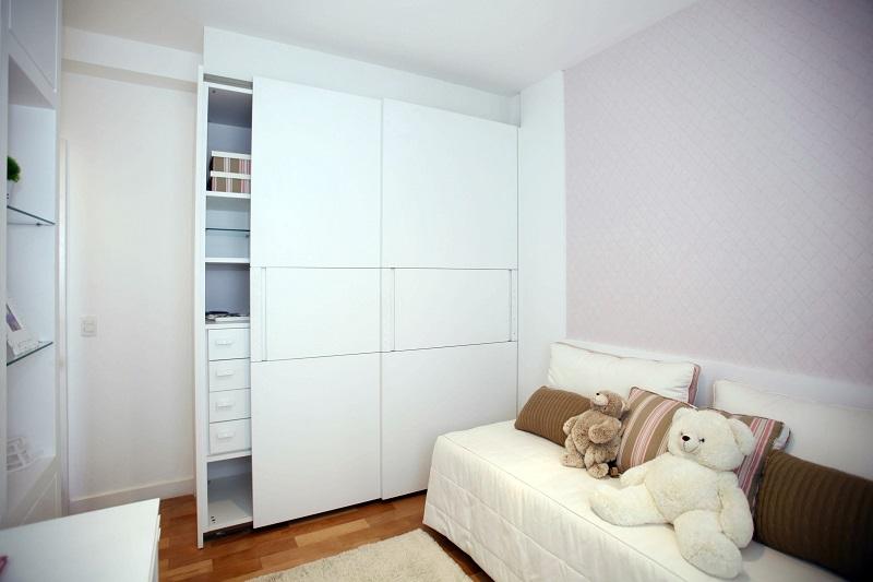 Jak vybrat výplň posuvných dveří? Záleží především na charakteru interiéru