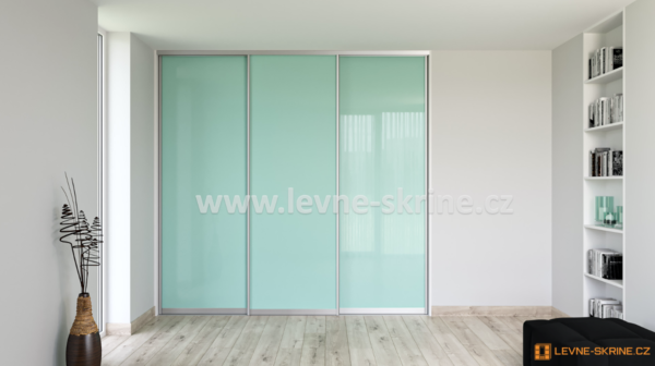 Vestavěná skříň třídveřová Lacobel zelený pastel